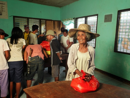 Documentation of CARE work during aftermath of Typhoon Haiyan in